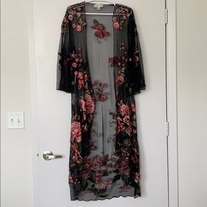 BAND OF GYPSIES Embroidered Flower Kimono